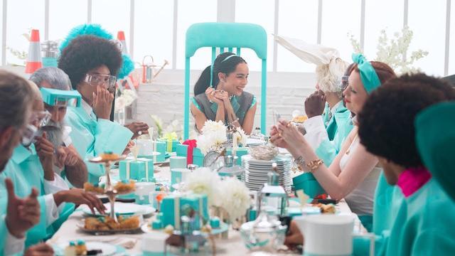 画像: Tiffany & Co.— Believe In Dreams: A Tiffany Holiday (2018) youtu.be