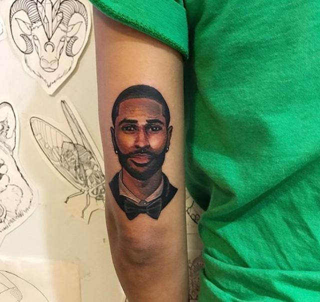 画像: 元々ジャネイの腕に入っていたビッグ・ショーンのタトゥー。