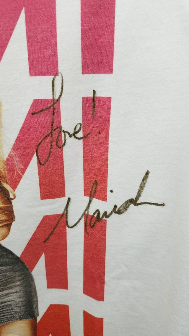 画像2: マライア・キャリー、かなり貴重な直筆サイン入りTシャツをプレゼント