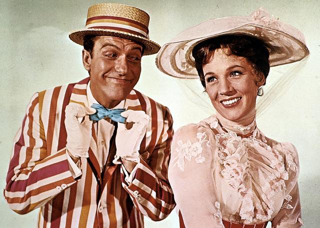 画像: ディック演じるバートと女優のジュリー・アンドリュース演じるオリジナル版のメリー・ポピンズ。