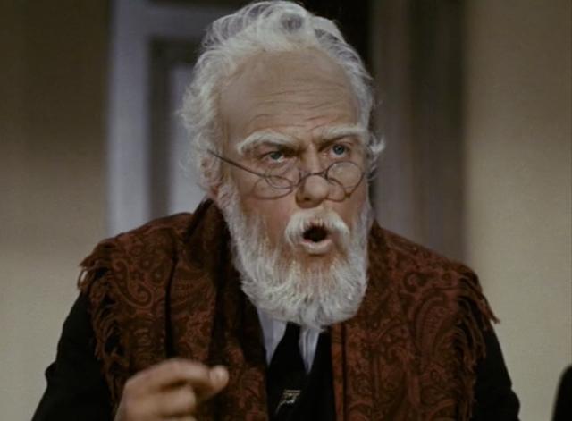 画像: ディックが白髪&白髭をつけて演じたミスター・ドース・シニア。
