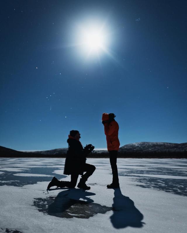 """画像1: Josephine Skriver on Instagram: """"I SAID HELL-FREAKIN'-YES!!!! I'M ENGAGED  It was a cold November night. Alex had us driven all the way to Finland to see the northern…"""" www.instagram.com"""