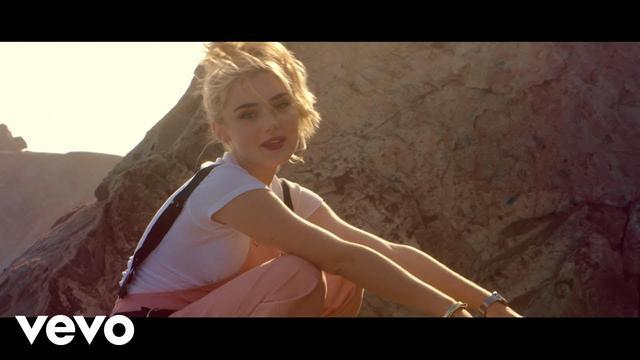 画像: Meg Donnelly - 「SMILE」Japanese ver. (スマイル) Music Video www.youtube.com