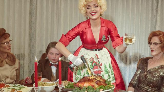 画像: Katy Perry - Cozy Little Christmas (Audio Clip) www.youtube.com