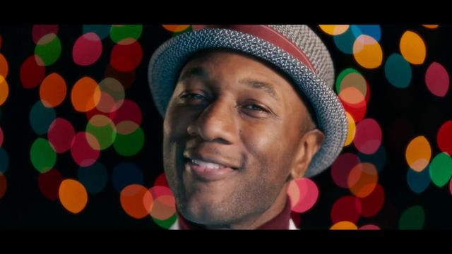 画像: Aloe Blacc - I Got Your Christmas Right Here (Official Music Video) www.youtube.com