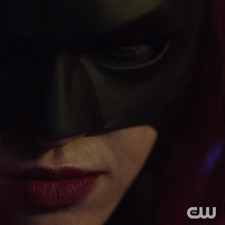 """画像1: Arrow on Instagram: """"Welcome to Gotham. #Elseworlds, the 3-night crossover event, begins Sunday, December 9 on The CW."""" www.instagram.com"""