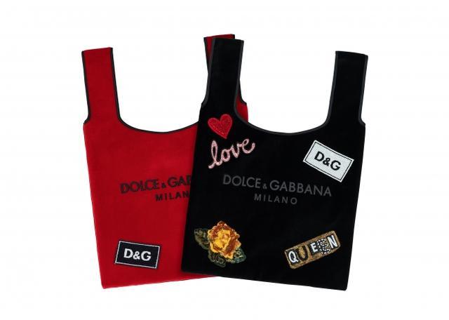 (C)DOLCE&GABBANA マーケット バッグ 各 ¥55,000 (レッド、ブラック、ブルー、ピンクの4色展開) パッチ ¥8,100(税抜)~。