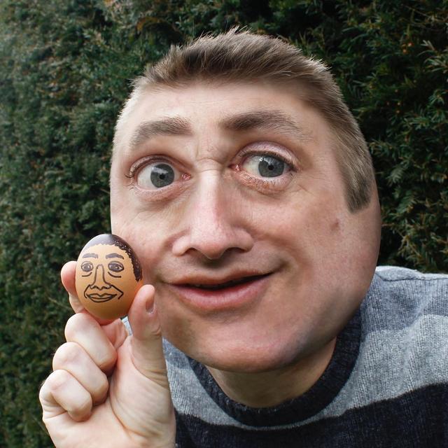 """画像1: Things I have drawn on Instagram: """"Look at Dad's head - it's like a balloon. Or the reflection in the back of a spoon. His egg drawing's good - that's at least clear. But…"""" www.instagram.com"""