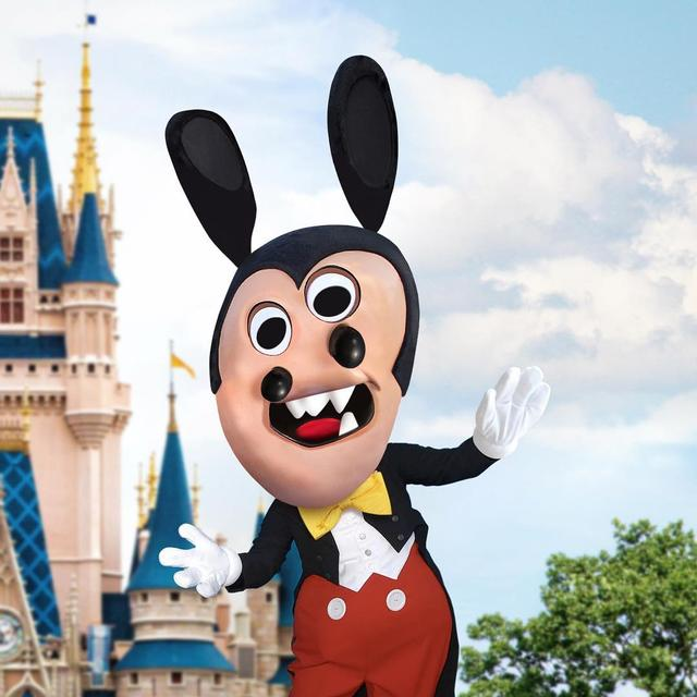"""画像1: Things I have drawn on Instagram: """"A two-nosed Mickey? (I hope Disney doesn't sue.) ____ #thingsihavedrawn  #mickeymouse  #mickey #mouse"""" www.instagram.com"""