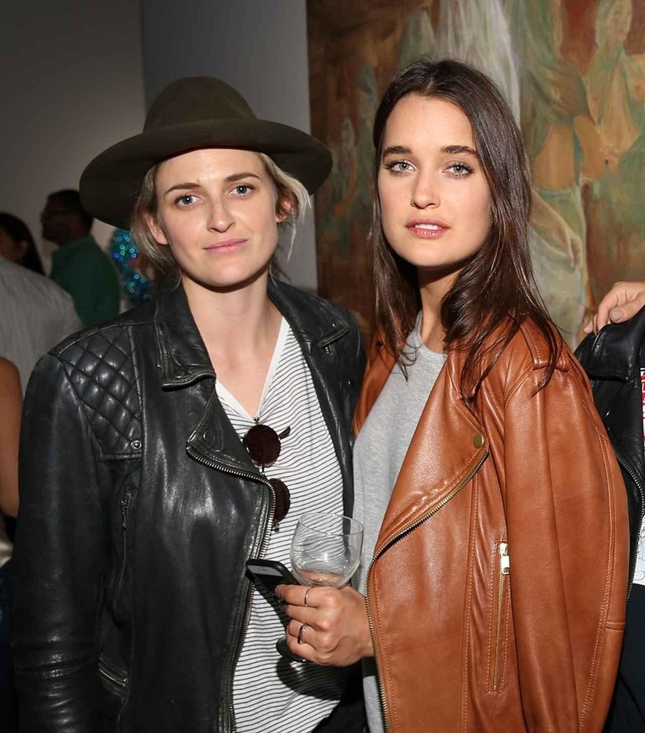 画像: エミリー・アームストロングとケイト。