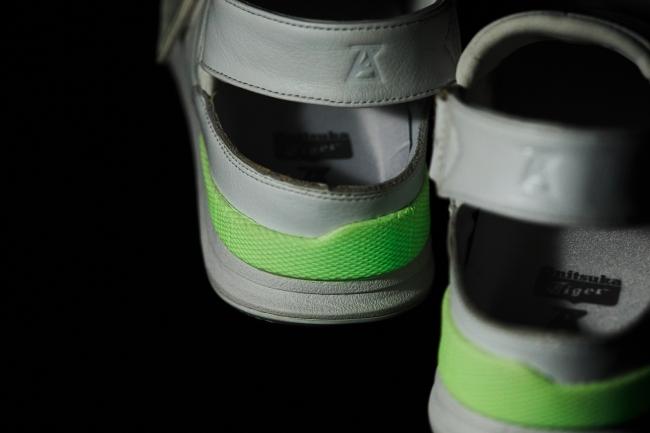 画像1: オニツカタイガー、スニーカーを履いて加わった力で発光するスニーカーを発売!