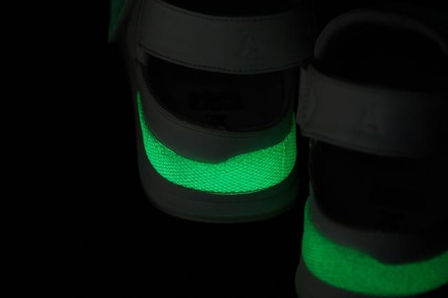 画像2: オニツカタイガー、スニーカーを履いて加わった力で発光するスニーカーを発売!