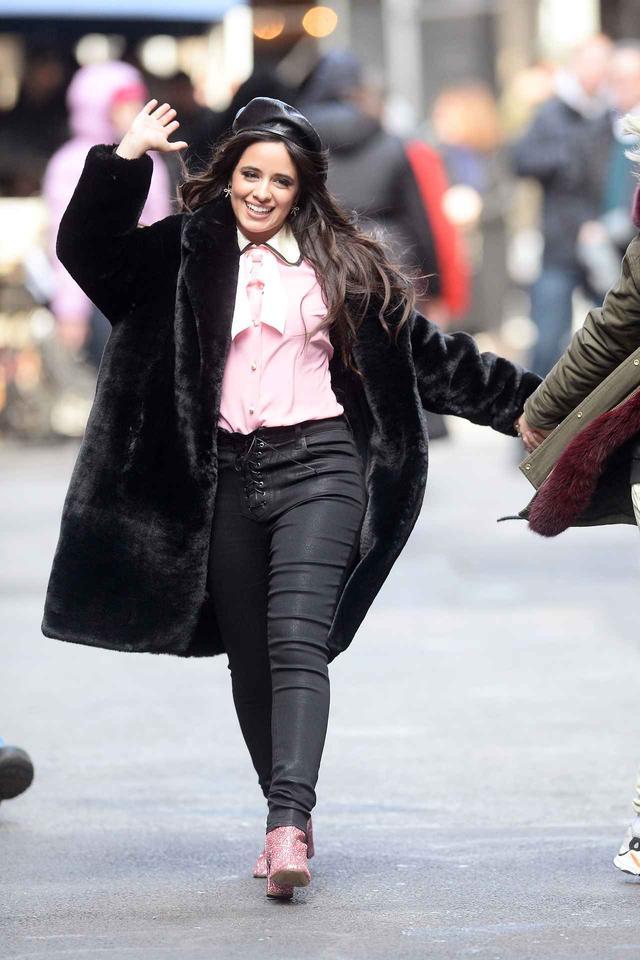 画像1: カミラ・カベロ、CM撮影の前に手繋ぎモーニングデート