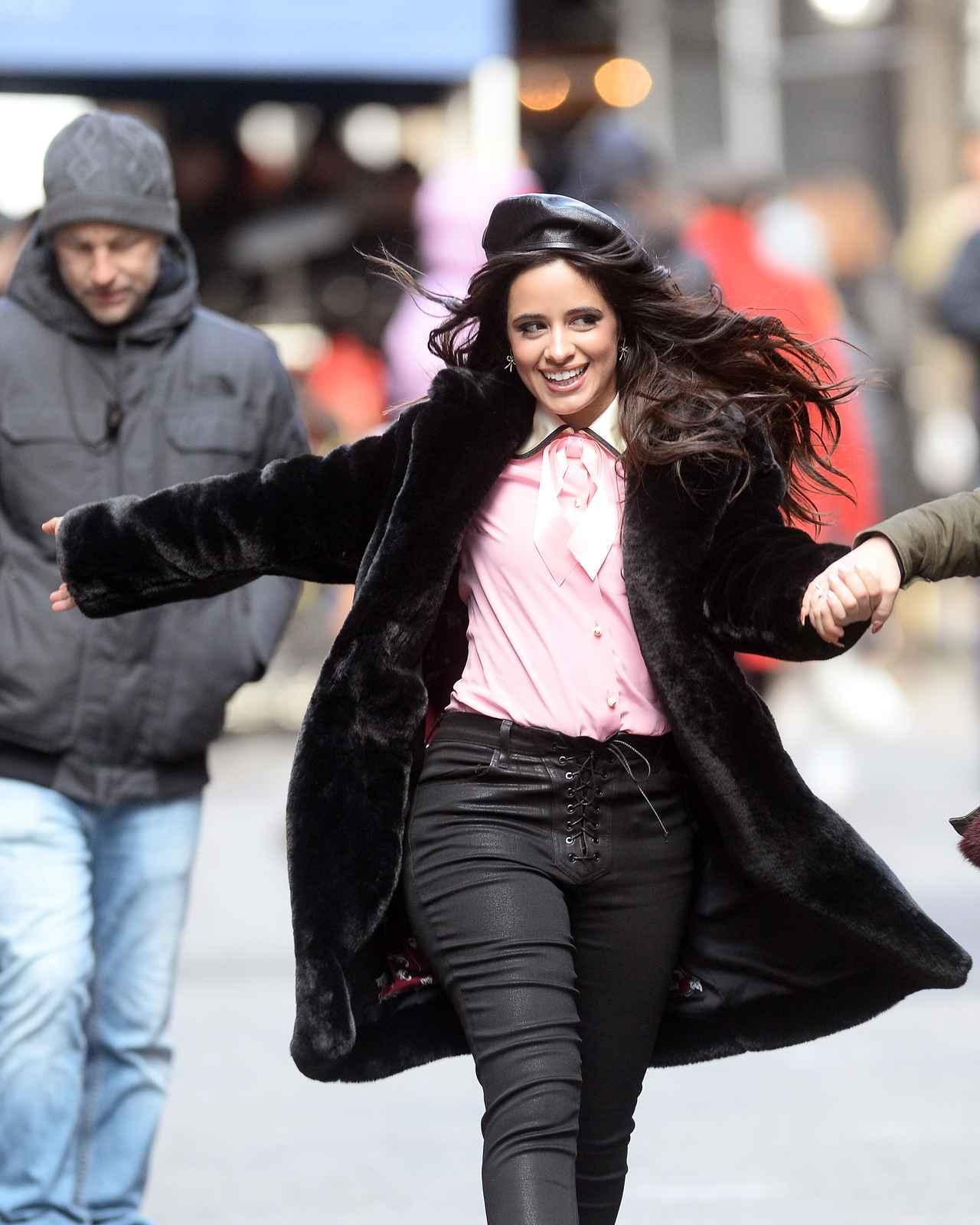 画像4: カミラ・カベロ、CM撮影の前に手繋ぎモーニングデート