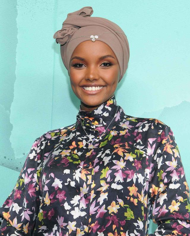 画像1: リキッドリップの使い方は自由自在!ヒジャブを被ったモデルのメイクが斬新