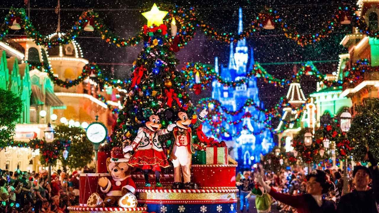 画像: たった一夜でハロウィン→クリスマスに