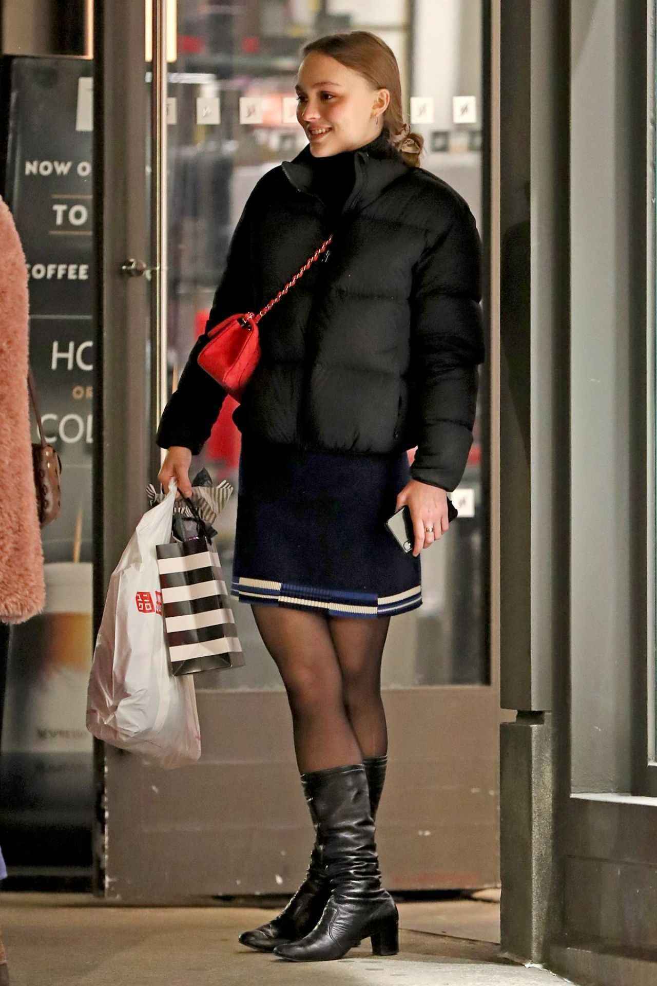 画像1: リリー・ローズ・デップ、旬なルックでユニクロでお買いもの♡