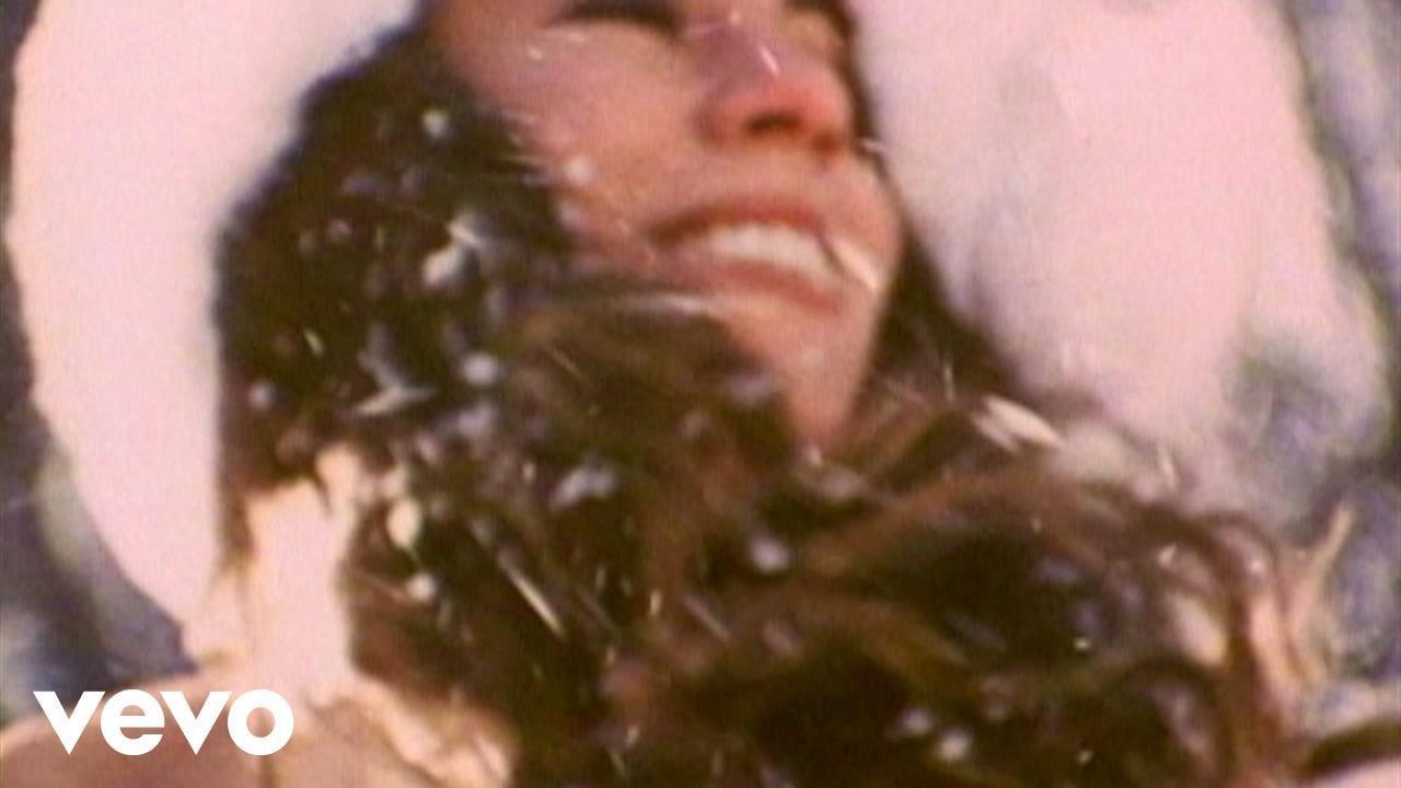 画像: Mariah Carey - All I Want For Christmas Is You www.youtube.com