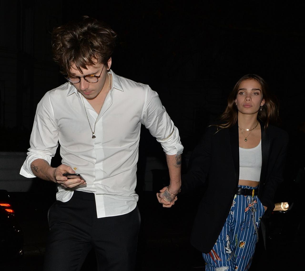 画像: アフターパーティー会場を後にするブルックリンとハナ。