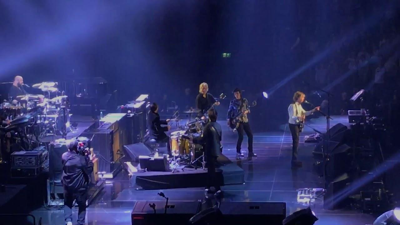 画像: Paul McCartney, Ringo Starr, Ron Wood, Get Back, O2 Arena, London, December 16 2018 www.youtube.com