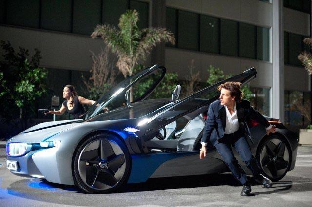 画像7: BMW i8、2千万のハイブリッドスポーツカーに乗る20歳モデル