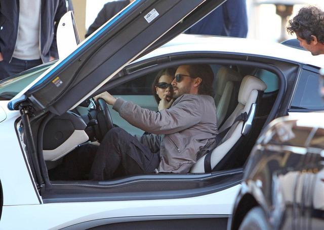 画像6: BMW i8、2千万のハイブリッドスポーツカーに乗る20歳モデル