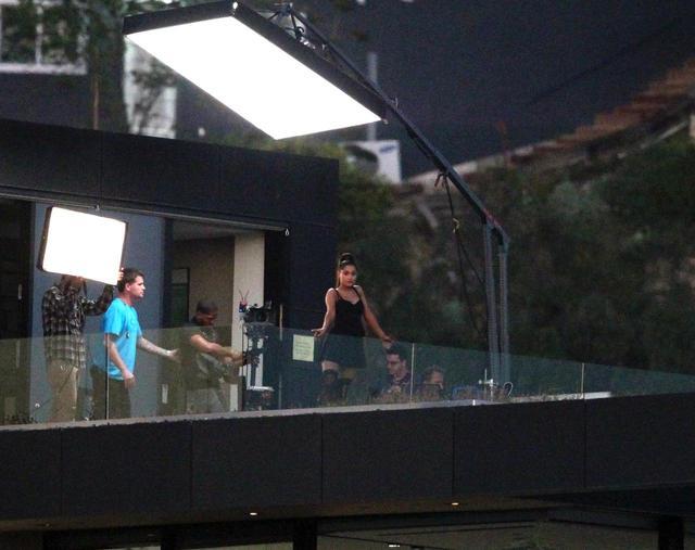 画像2: アリアナが新曲MVを撮影