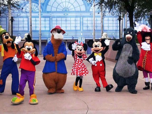 画像: ディズニーランドのキャラクターたちが誰にも見つからずに園内を移動できる理由 - フロントロウ