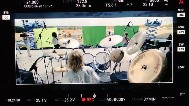 """画像1: Bryan Singer on Instagram: """"Happy New Year #cast #crew and thousands involved  congratulations #bohemianrhapsody #queen #movie #magic"""" www.instagram.com"""