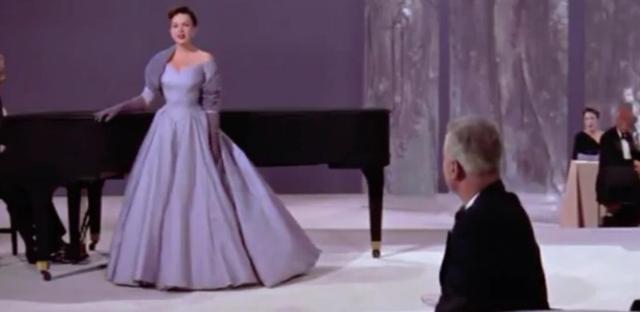 画像: 1954年版『スタア誕生』のワンシーン。©Broadway Classics/Youtube www.youtube.com