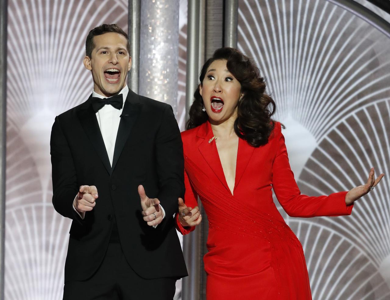 画像: アンディとジョークを繰り出すサンドラ。