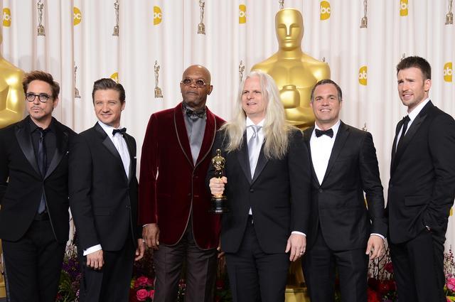 画像: 最優秀撮影賞を受賞した映画『ライフ・オブ・パイ/トラと漂流した227日』のシネマとグラファー、クラウディオ・ミランダ(写真中央)を囲んで。