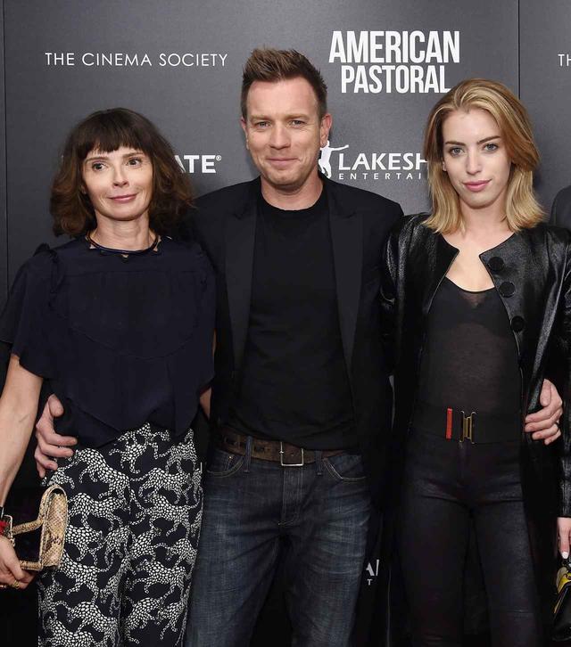 画像: 左からイヴ、ユアン、クララ。