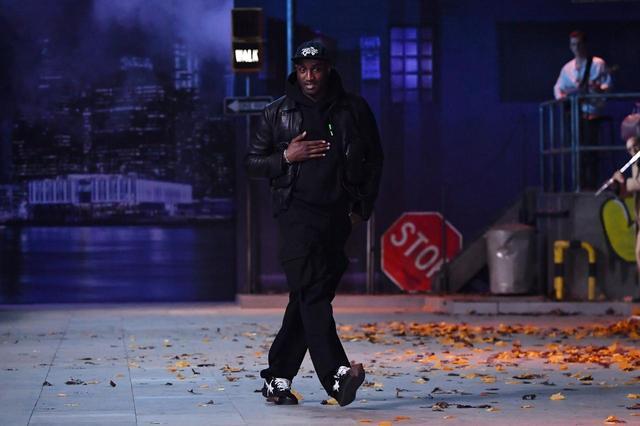 画像: スニーカーマニアがルイ・ヴィトンのショーでデザイナーの足元に注目した理由