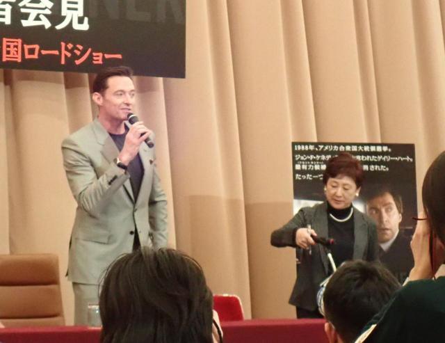 画像1: 隣の通訳者へ、まさかの気遣い!