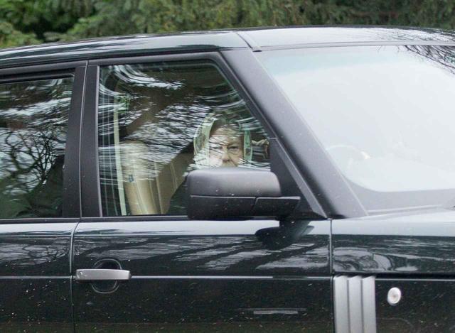 画像: 少々わかりにくいが、たしかにシートベルトをしていないことがわかる。