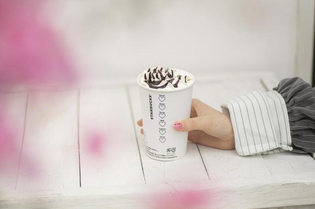 画像1: スターバックス、ハートが書かれたカップで提供中♡