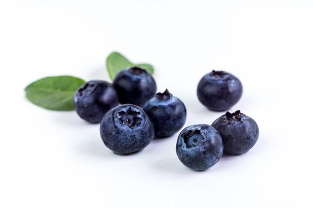 画像: 青=ブルーベリー