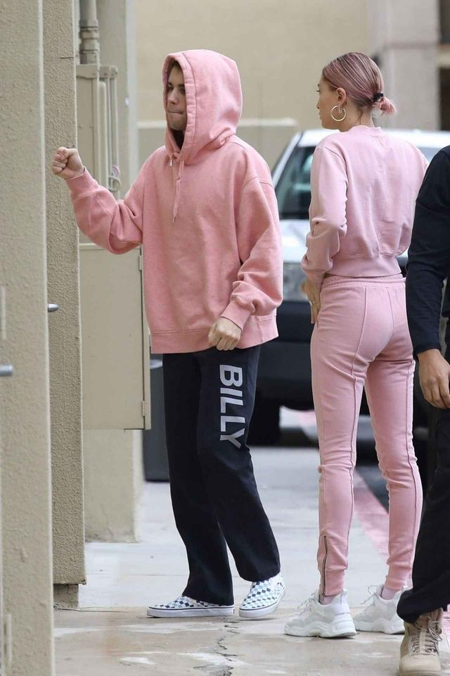画像1: ジャスティン・ビーバーと妻ヘイリーのおそろいピンクコーデ!
