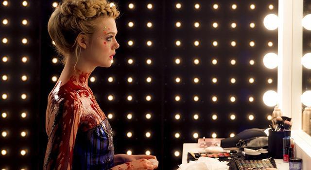 画像: LAのファッション業界が舞台となった映画『ネオン・デーモン』。エル・ファニングが主演を務めた。