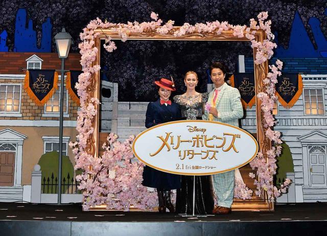 画像: ジャパンプレミアにて。一緒に写るのは、日本語吹き替えを担当した歌手の平原綾香と俳優の谷原章介。