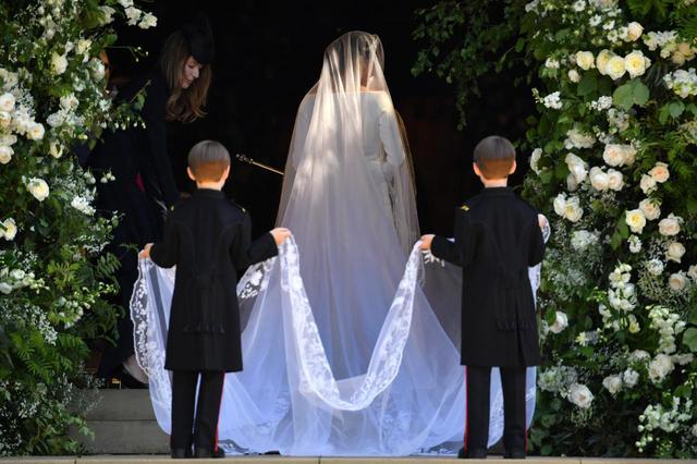 画像4: 辛口アナ・ウィンター、メーガン妃のウェディングドレスをどう評価した!?