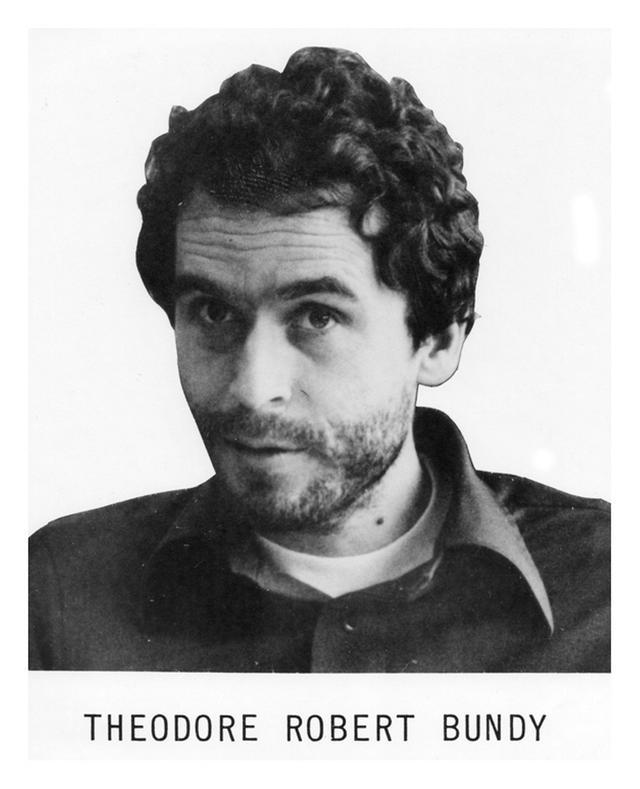 画像: 1970年代に米FBIが公開したテッド・バンディの指名手配ポスターの実際の写真。