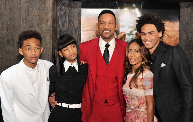 画像: (写真左は、ウィルの前妻との息子のトレイ)