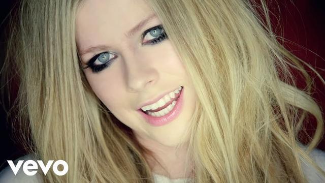 画像: Avril Lavigne - Here's to Never Growing Up (Official Music Video) youtu.be