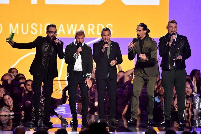 画像: 米iTunes1位を獲得した新作のヒットのおかげで新世代のファンも獲得し、MTV VMAといった大型アワードにもひっぱりだこ。