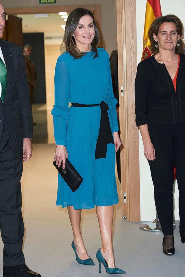 画像1: レティシア王妃、「1,500円」のZARAセール品着こなす姿が信じられないほど優雅