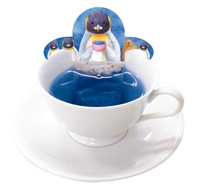画像: 海の生きもの達が青いハーブティーに!