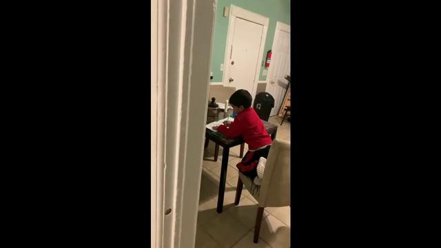 画像: Mom Catches Son Using Alexa To Do His Homework www.youtube.com