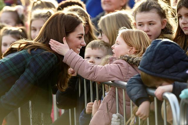 画像2: キャサリン妃と少女の2ショットに反響